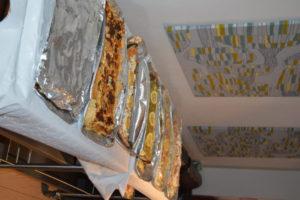Mat på stora fat på festen i lördags Foto: Kiqi Dumbuya©